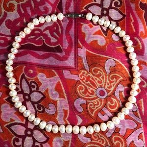 Jewelry - Freshwater pearl necklace